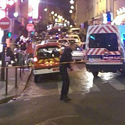 europa in soc atentate teroriste multiple in paris cel putin 140 de morti