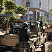 mali cel putin 3 ostatici au fost ucisi pana acum au fost salvate peste 80 de persoane
