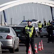atentatele de la paris politia franceza cauta un suspect pe care l-a lasat sa plece