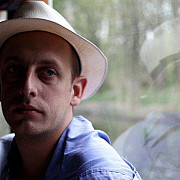 eroii din paris prezentati de bbc cum si-a aparat clientii un patron roman