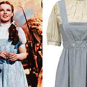pentru ce suma a fost vanduta rochia purtata de dorothy in vrajitorul din oz
