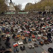 mii de perechi de pantofi au protestat la paris