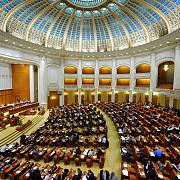 ani 32 de fosti si actuali parlamentari si-au angajat rudele la birourile parlamentare