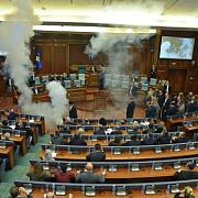 astia vor in europa opozitia din asa-zisul parlament din kosovo a dat cu gaze lacrimogene in sala