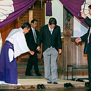 omagiul adus soldatilor niponi cazuti la datorie provoaca nemultumiri la beijing si la seul