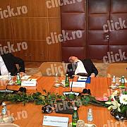 viral seful cancelariei prezidentiale doarme bustean in timpul unei intalniri oficiale in serbia