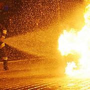 dorel revine in forta la ploiesti incendiu la o conducta de gaze rupta de un utilaj doua persoane au fost ranite