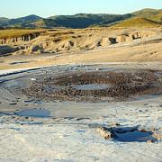 romania este singurul loc din europa unde pot fi vazuti vulcani noroiosi
