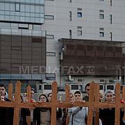 nou protest pe terenul unde va fi moscheea din bucuresti 200 de oameni au infipt 500 de cruci
