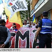 miting pentru unire la neptun unde are loc sedinta guvernelor romaniei si republicii moldova
