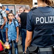 batai intr-o tabara de refugiati din germania