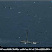 video realizare istorica racheta falcon 9 a aterizat pe o platforma marina si va putea fi refolosita