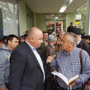 primarul interimar cristian ganea alaturi de ploiestenii din cartierul vest