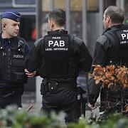 belgia trei barbati au fost arestati dupa ce au amenintat ca se detoneaza