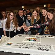 busteni olimpiada europeana de matematica pentru fete - romania 5 medalii de argint si 3 medalii de bronz