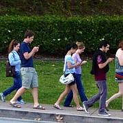 semafoare montate in asfalt pentru dependentii de smartphone