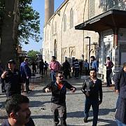 o femeie kamikaze s-a detonat in apropierea celei mai mari moschei din bursa