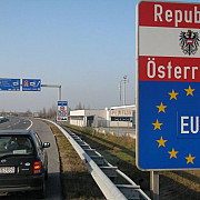 politia austriaca a reluat controalele masinilor la granita cu ungaria