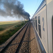 locomotiva unui tren a luat foc in mers in apropiere de buzau