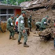 cel putin 45 de oameni si-au pierdut viata in mexic in urma unor alunecari de teren