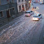 video s-au rupt norii la brasov strazi sub ape dupa o ploaie de o jumatate de ora