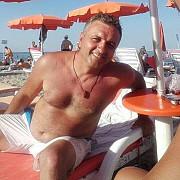 cinismul ucigasului tatianei tudor a plecat la mare cu o femeie agatata tot pe facebook