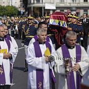 funeraliile reginei ana cortegiul a plecat din bucuresti si se indreapta catre curtea de arges pentru inmormantare
