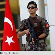 politia turca perchezitioneaza sediile a 44 de companii 120 de persoane vizate de mandate de arestare