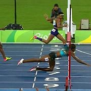 spiritul jocurilor olimpice s-a dus o atleta a plonjat pe burta la finis pentru medalia de aur