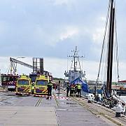 trei turisti germani au murit dupa ce catargul unei nave s-a rupt si a cazut peste ei in largul unui port din nordul olandei