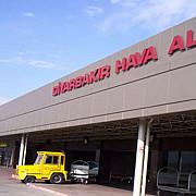 atac cu rachete asupra aeroportului diyarbakir in sud-estul turciei