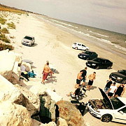 21 de cretini din constanta au intrat cu masinile pe plaja corbu si au chefuit cu muzica la maxim toata ziua