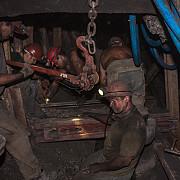 protestul din valea jiului continua 350 de mineri de la paroseni si uricani blocati in subteran nemultumiti ca nu si-au primit salariile