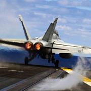un avion american fa-18 s-a prabusit in largul japoniei pilotul este cautat cu elicoptere si avioane