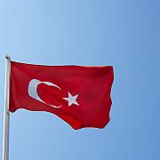 turcii vor primi nunti gratuite pietre funerare sau o masa calda daca isi vor schimba depozitele din dolari in lire turcesti