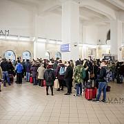 unii elevi si studenti au urcat in tren fara bilet pentru ca riscau sa piarda trenul din cauza aglomeratiei la ghiseele de la gara de nord din bucuresti