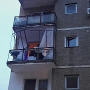 explozie intr-un bloc din arad proprietarul unei locuinte fiind ranit grav