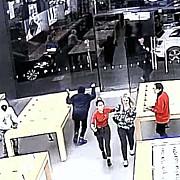 un magazin apple a fost jefuit in 12 secunde de doua ori