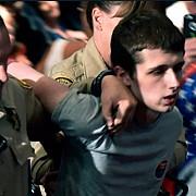 un britanic condamnat la un an de inchisoare dupa ce a incercat sa fure arma unui politist pentru a-l ucide pe donald trump