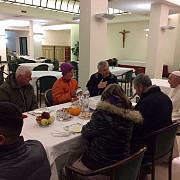 doi romani fara adapost intre invitatii papei francisc la micul dejun de ziua aniversarii sale