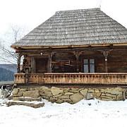 cum a salvat un sigur om o casa de lemn veche de un secol din maramures