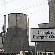 gorj 15 angajati ai complexului energetic oltenia in greva foamei in fata sediului companiei