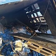 tir incarcat cu apa minerala rasturnat in judetul prahova soferul a fost preluat de un elicopter smurd