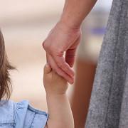 proiect indemnizatie de 1700 de lei pentru mamele care adopta copii mai mari de 2 ani