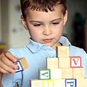 terapie gratuita pentru copii cu sindrom autist din familii defavorizate