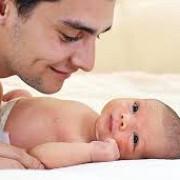 tatii ar putea avea dreptul la 10 zile lucratoare de concediu paternal