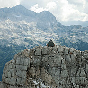 cabana unde turistii se pot caza gratis daca ajung acolo