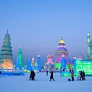 un turn de 15 etaje principala atractie a festivalului sculpturilor de gheata din orasul harbin