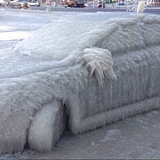 cea mai neinspirata parcare de iarna soferul va trebui sa astepte primavara ca sa intre in masina