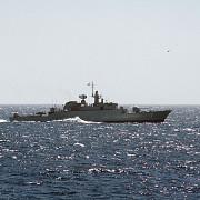 iranul a retinut doua ambarcatiuni si 10 militari americani in golful persic
